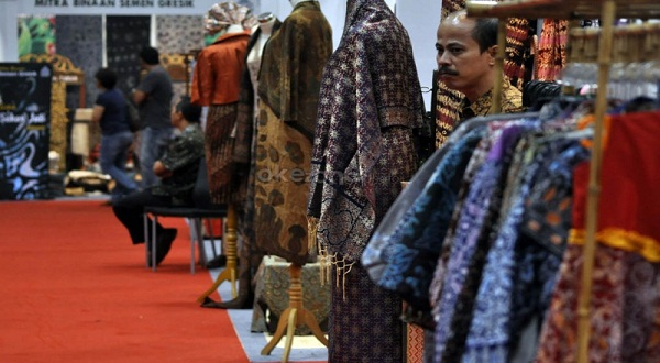 Tidak heran, saat ini banyak batik ready to wear, yang motifnya tidak hanya tradisional.