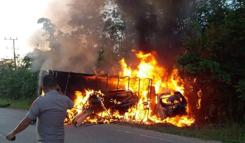 https: img.okezone.com content 2019 03 25 340 2034602 polisi-duga-minibus-yang-oleng-hingga-menabrak-dan-tewaskan-5-penumpang-nf9cUWicAs.jpg