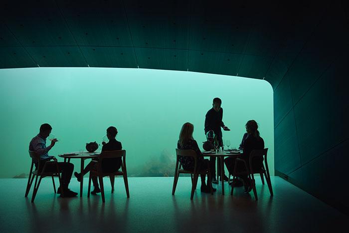 https: img.okezone.com content 2019 03 25 406 2034609 restoran-bawah-laut-paling-keren-di-dunia-ini-bikin-takjub-HePLdYaRGG.jpg