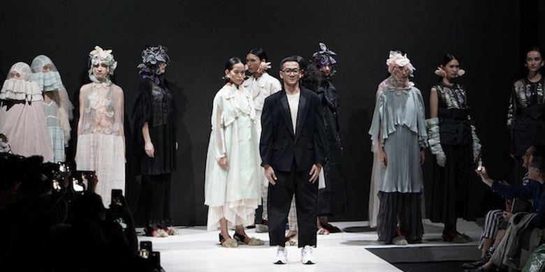 https: img.okezone.com content 2019 03 26 194 2035077 3-desainer-ungkap-kekuatan-wanita-dan-kesetaraan-gender-lewat-fashion-EEjoc2ra5e.jpg
