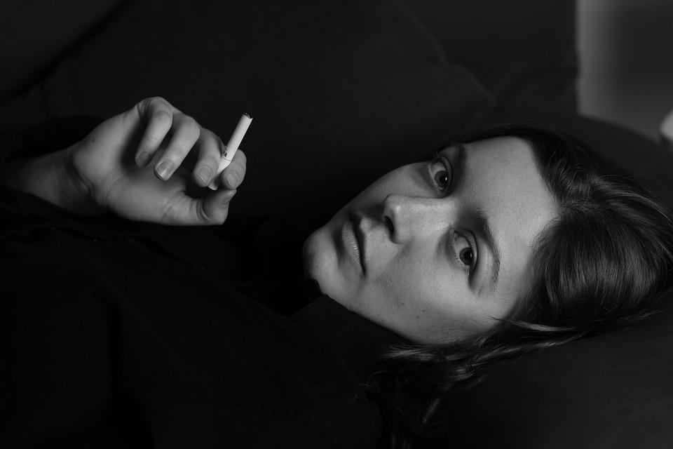 https: img.okezone.com content 2019 03 26 481 2034961 perempuan-merokok-tidak-disarankan-pakai-kontrasepsi-hormonal-kenapa-4JrIXUdnts.jpg