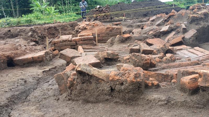 https: img.okezone.com content 2019 03 26 519 2035245 bangunan-kuno-di-proyek-tol-malang-dipastikan-tempat-pemujaan-era-kerajaan-singosari-jxzj83hs2x.jpg
