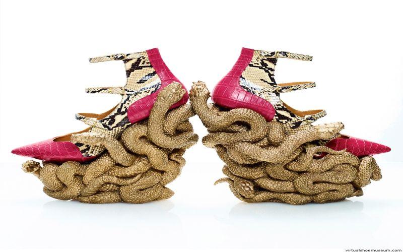 https: img.okezone.com content 2019 03 27 194 2035752 7-sepatu-dengan-model-enggak-biasa-yakin-berani-pakai-nomor-3-WfDnSCViPd.jpg