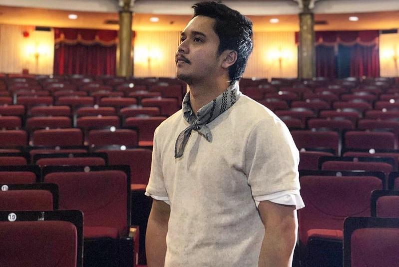 https: img.okezone.com content 2019 03 27 33 2035546 derby-romero-ingin-jadi-aktor-sekaligus-sutradara-dan-produser-SbfCJoq94h.jpg