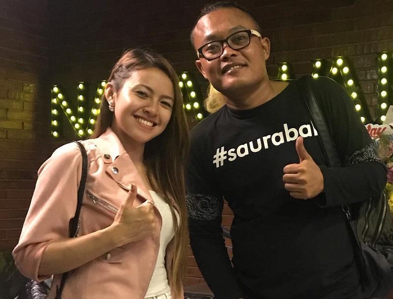 https: img.okezone.com content 2019 03 28 194 2036309 padu-padan-jaket-ala-baby-shima-penyanyi-malaysia-yang-dikabarkan-dekat-dengan-sule-PPuiD4FAIf.jpg