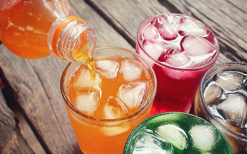 https: img.okezone.com content 2019 03 29 298 2036727 minuman-soda-dalam-botol-kaca-terasa-lebih-nikmat-mitos-atau-fakta-rxCezfqJfY.jpg