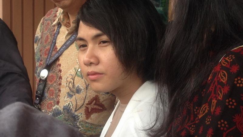 https: img.okezone.com content 2019 03 29 33 2036839 disangka-transgender-evelyn-akui-pernah-suntik-hormon-laki-laki-a1UdcTjDpx.jpg