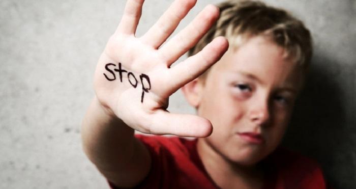 pelaku kekerasan tersebut biasanya dari kalangan internal. Bisa ayah, ibu atau kerabat anak yang tinggal dalam satu lingkup.