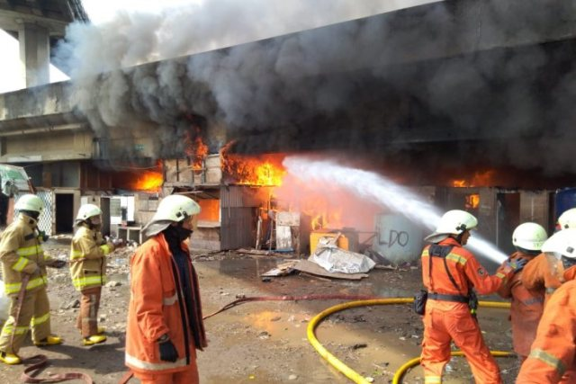 https: img.okezone.com content 2019 03 31 338 2037355 korban-kebakaran-di-kolong-tol-pluit-dipastikan-dapat-bantuan-makanan-dan-tenda-eZajD8UaE0.jpg