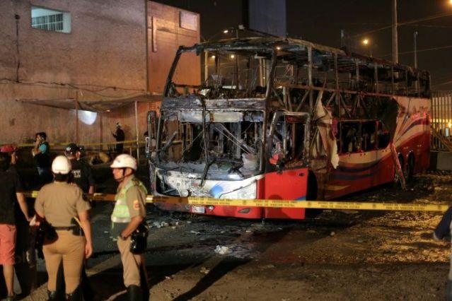 https: img.okezone.com content 2019 04 01 18 2037737 sedikitnya-20-orang-tewas-dalam-insiden-kebakaran-bus-di-peru-2ggsfzQFBu.jpg