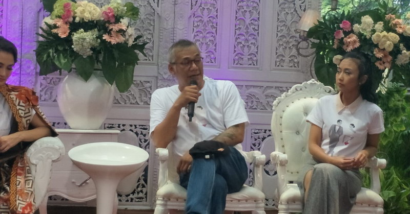 https: img.okezone.com content 2019 04 01 206 2037933 mantan-manten-film-pertama-tio-pakusadewo-usai-rehabilitasi-Wub5xKDTqG.jpg