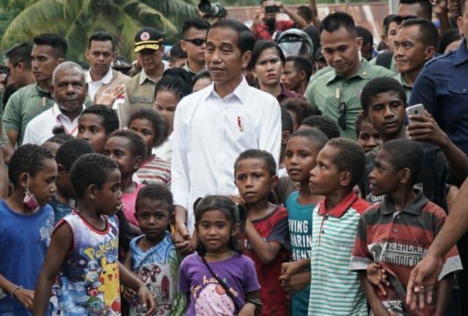 https: img.okezone.com content 2019 04 01 340 2037929 anak-anak-jayapura-minta-jokowi-betulkan-sekolah-yang-diterjang-banjir-bandang-YsTFIh4n4R.jpg