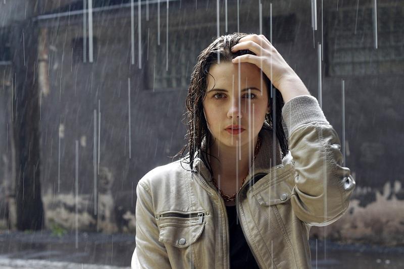 https: img.okezone.com content 2019 04 01 481 2037913 4-kiat-agar-tidak-sakit-setelah-kehujanan-EXc81hdJ0q.jpg