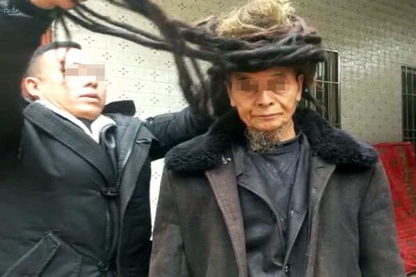 https: img.okezone.com content 2019 04 02 18 2038441 54-tahun-tak-dipotong-rambut-pria-ini-panjangnya-5-5-meter-8eex3wZDdT.jpg