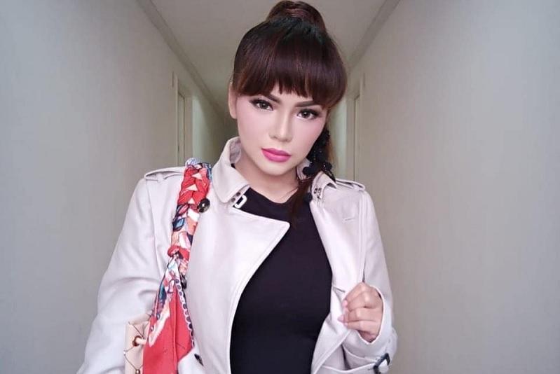 https: img.okezone.com content 2019 04 02 33 2038127 dinar-candy-unggah-pose-seksi-dan-manja-netizen-kurang-hot-pYYxy1fSZt.jpg