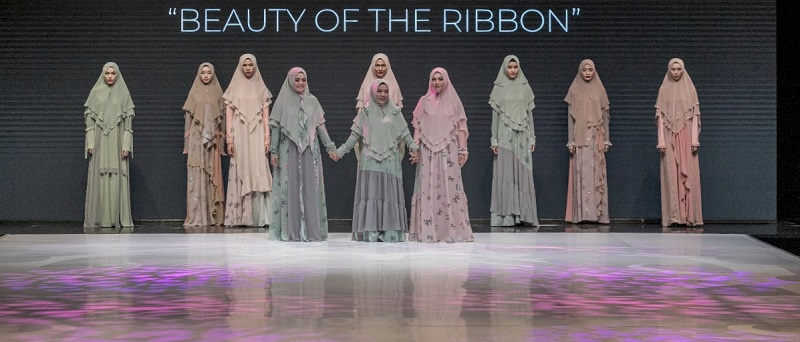 https: img.okezone.com content 2019 04 03 194 2038572 3-desainer-buktikan-busana-syar-i-bisa-terlihat-kekinian-cocok-untuk-muslimah-modern-rYWPVTZmNW.jpeg