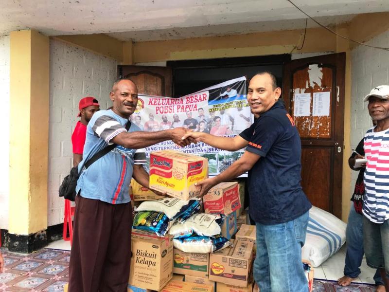 https: img.okezone.com content 2019 04 03 340 2038718 pb-pobsi-berikan-bantuan-kepada-korban-banjir-bandang-di-sentani-zy8MkbYXn2.jpg
