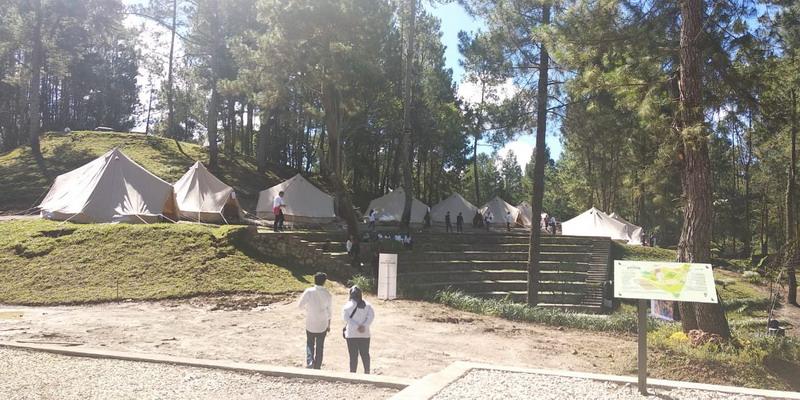 Seusai mengunjungi Taman Wisata Salib Kasih, Presiden Jokowi dan rombongan bertolak ke The Kaldera Toba Nomadic Escape.