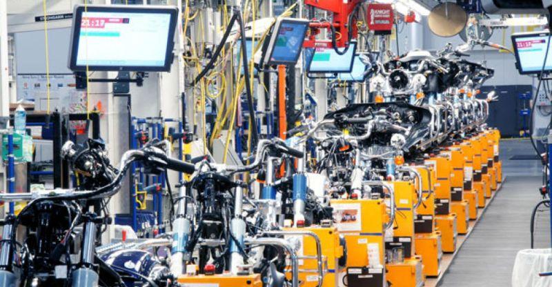 https: img.okezone.com content 2019 04 04 15 2038989 harley-davidson-berisiko-tak-miliki-pekerja-di-pabrik-motornya-pTpgmjhxmA.jpg