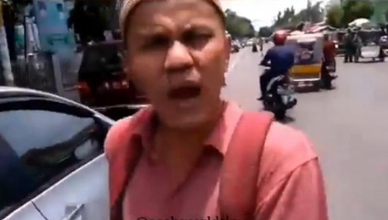 https: img.okezone.com content 2019 04 04 340 2039113 viral-video-orang-disebut-pengemis-ngamuk-ketahuan-bawa-mobil-sedan-Wupdi7XKyM.jpg