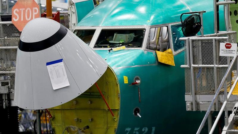 https: img.okezone.com content 2019 04 05 18 2039340 minta-maaf-boeing-akui-kesalahan-sistemnya-sebabkan-dua-kecelakaan-pesawat-737-max-8-NI6aYmwuHi.jpg