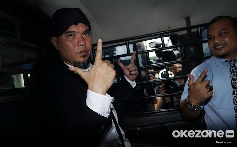 https: img.okezone.com content 2019 04 05 33 2039702 perjuangan-ahmad-dhani-dukung-prabowo-RGUEhN10yp.jpg