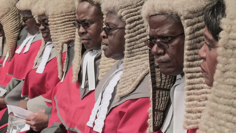 https: img.okezone.com content 2019 04 06 18 2039953 pengadilan-zimbabwe-picu-kemarahan-publik-setelah-habiskan-rp2-1-miliar-untuk-beli-wig-RPwt0YyjN7.jpg