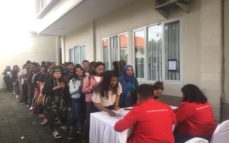 https: img.okezone.com content 2019 04 06 598 2039930 warga-denpasar-serbu-audisi-the-voice-indonesia-2019-kk9NmYaxim.jpg