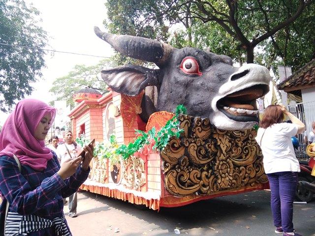 Ada Kereta Kencana Berkepala Banteng Di Karnaval Kampanye Jokowi