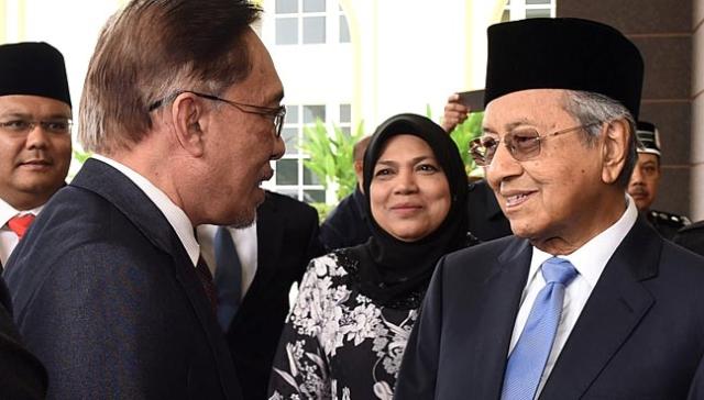 https: img.okezone.com content 2019 04 08 18 2040607 alasan-mahathir-kerjasama-dengan-anwar-jika-najib-jadi-perdana-menteri-bencana-bagi-malaysia-MTIbzHY1uZ.jpg