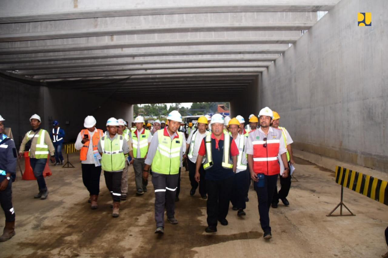https: img.okezone.com content 2019 04 08 320 2040615 mengintip-terowongan-terpanjang-di-indonesia-mzq2gy4E5w.jpg