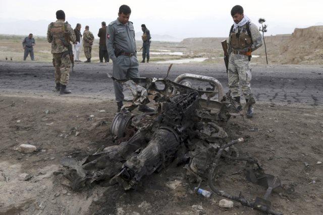 https: img.okezone.com content 2019 04 09 18 2041128 4-warga-as-tewas-terkena-serangan-bom-saat-konvoi-kendaraan-di-afghanistan-H3tLRY0jum.jpeg