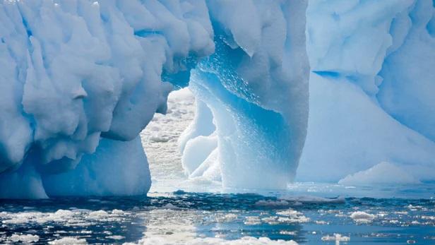 https: img.okezone.com content 2019 04 09 56 2041136 fenomena-gletser-bumi-yang-mencair-lebih-cepat-ini-penjelasan-ilmuwan-dFFWuloYsT.jpg