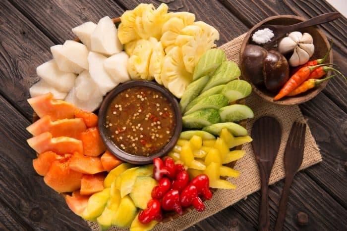 https: img.okezone.com content 2019 04 10 481 2041740 nutrisi-rujak-camilan-sehat-favorit-orang-indonesia-yang-segar-di-mulut-AdhGDwFkLt.jpg