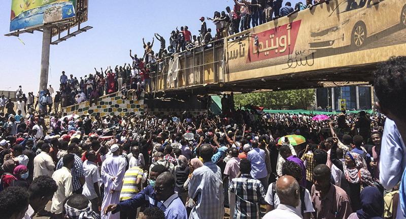 https: img.okezone.com content 2019 04 11 18 2041998 militer-sudan-dilaporkan-telah-lakukan-kudeta-terhadap-presiden-omar-al-bashir-WwH0lEvJ9t.jpg