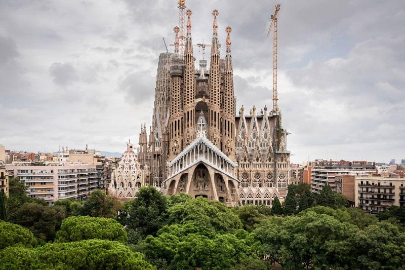 https: img.okezone.com content 2019 04 11 406 2042293 5-destinasi-wajib-dikunjungi-saat-berlibur-ke-barcelona-6HUqmWxAnn.jpg