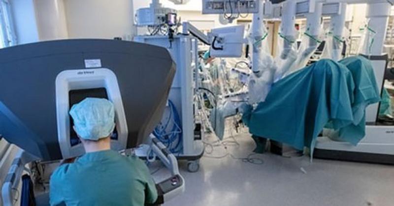 https: img.okezone.com content 2019 04 11 56 2042199 transplantasi-rahim-dibantu-robot-ini-perempuan-pertama-yang-berhasil-hamil-dan-melahirkan-gnokTleWGe.jpg