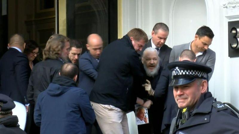 https: img.okezone.com content 2019 04 12 18 2042452 presiden-ekuador-jelaskan-alasannya-cabut-suaka-pendiri-wikileaks-julian-assange-zfVbdX8GDP.jpg