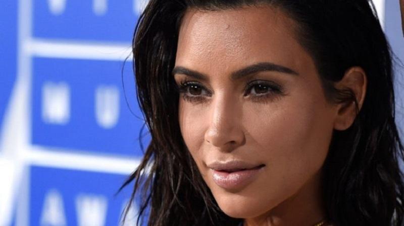 https: img.okezone.com content 2019 04 12 196 2042725 magang-di-firma-hukum-diam-diam-kim-kardashian-berjuang-jadi-pengacara-rRmeBNiuqA.jpg