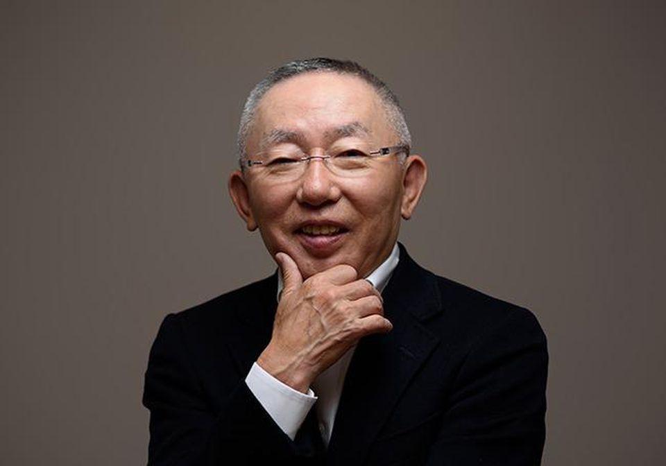 https: img.okezone.com content 2019 04 13 320 2043116 fakta-fakta-orang-terkaya-jepang-tadashi-yanai-punya-rp352-triliun-BQz7M88E3K.jpg