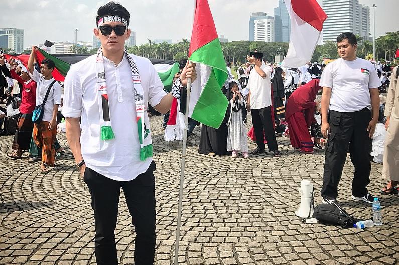 https: img.okezone.com content 2019 04 13 33 2043133 pemilu-makin-dekat-ifan-seventeen-himbau-masyarakat-bijak-pakai-medsos-YLYMgGH60s.jpg