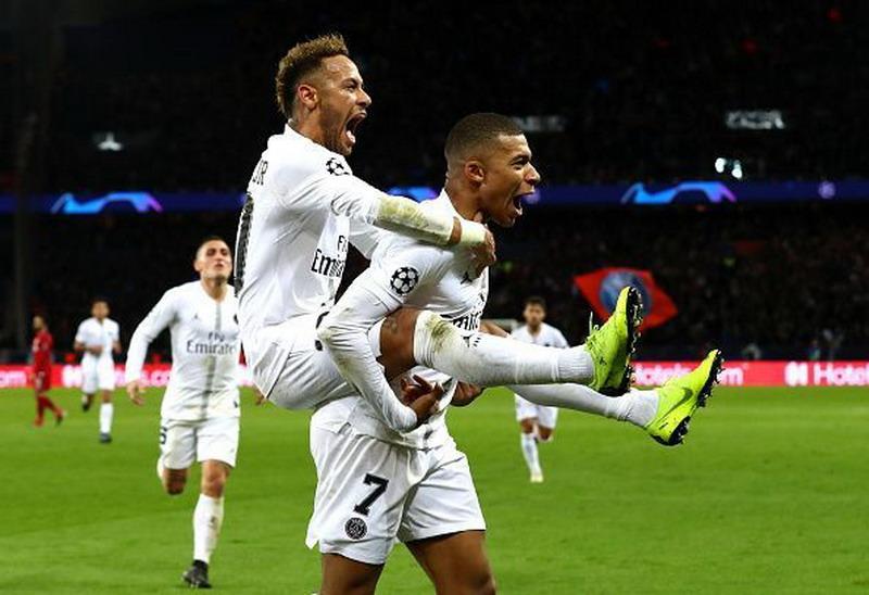 https: img.okezone.com content 2019 04 13 51 2043158 julian-draxler-komentari-masa-depan-mbappe-dan-neymar-di-psg-giUf7FarEO.jpg