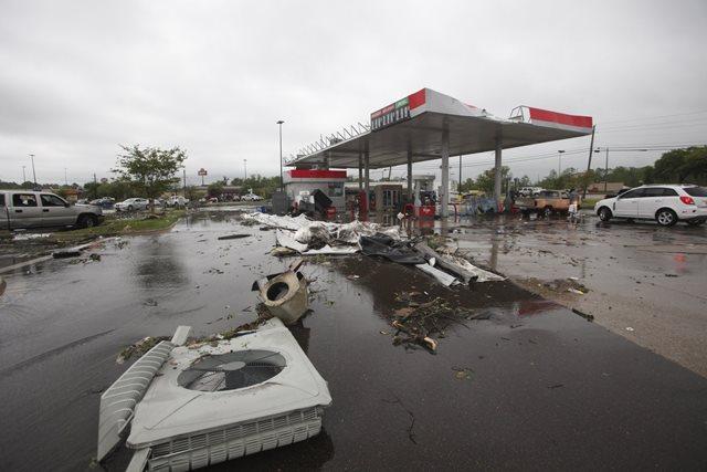 https: img.okezone.com content 2019 04 15 18 2043708 badai-terjang-wilayah-selatan-as-8-orang-tewas-puluhan-terluka-GZT9dIhRwO.jpeg
