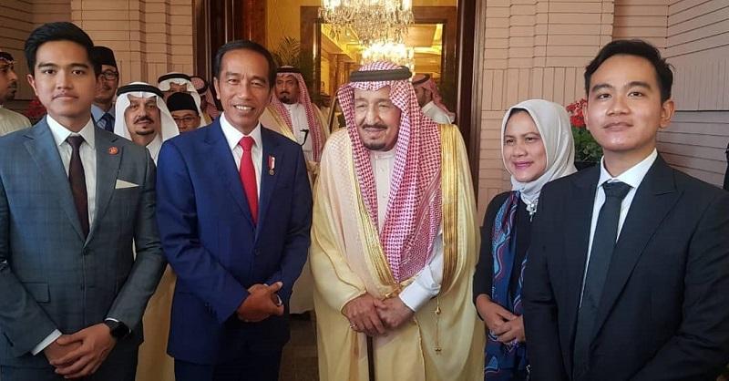 https: img.okezone.com content 2019 04 15 194 2043561 gaya-keren-gibran-dan-kaesang-bertemu-raja-salman-di-arab-saudi-Reg6E5BpmJ.jpg