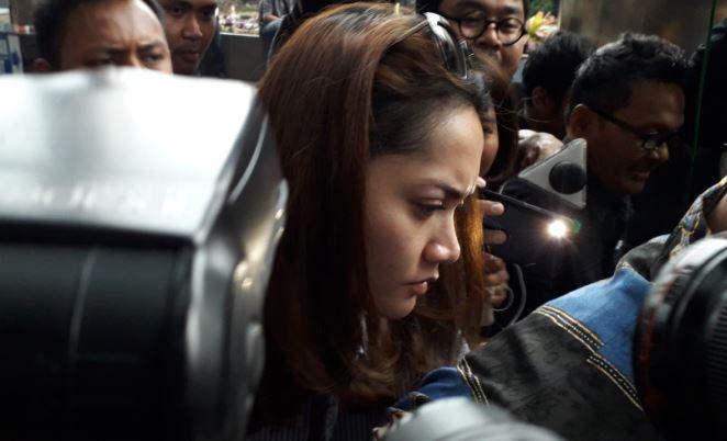 """Perempuan Cantik Itu Hanya Tertunduk Malu Usai """"Digarap"""" KPK : Okezone News"""