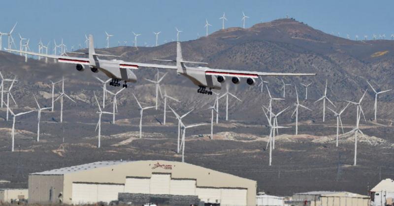 https: img.okezone.com content 2019 04 15 56 2043815 pesawat-terbang-terbesar-bakal-saingi-spacex-untuk-peluncuran-satelit-aRXxoMM22v.jpg