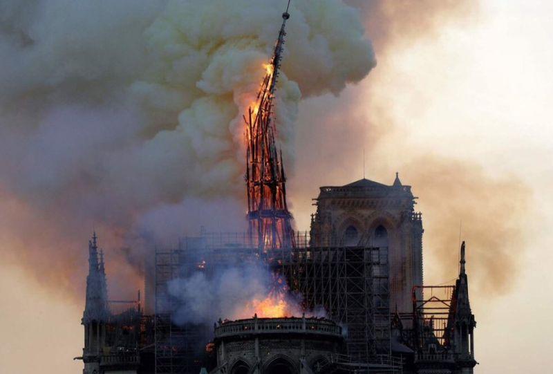 Gereja Notre Dame Terbakar Saat Sedang Direnovasi Okezone News