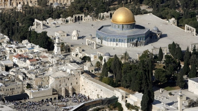 https: img.okezone.com content 2019 04 16 18 2044112 masjid-al-aqsa-di-yerusalem-kebakaran-RA6paauPcR.jpg