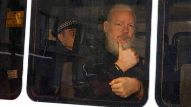 https: img.okezone.com content 2019 04 16 18 2044161 ekuador-mendapat-40-juta-serangan-siber-pasca-penangkapan-pendiri-wikileaks-julian-assange-487Trb8B36.jpg