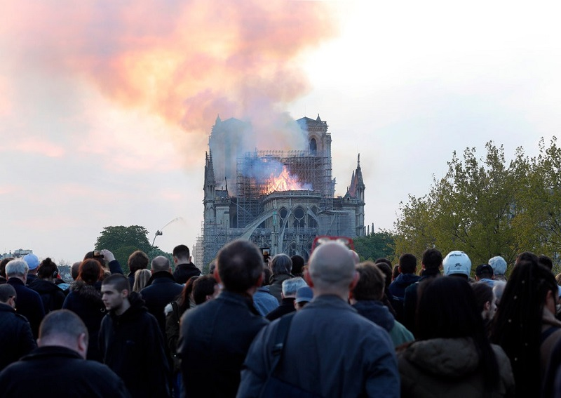 https: img.okezone.com content 2019 04 16 406 2044032 kilas-balik-berdirinya-gereja-katedral-notre-dame-ikon-wisata-paris-yang-hangus-terbakar-NYgtR3vKr5.jpg